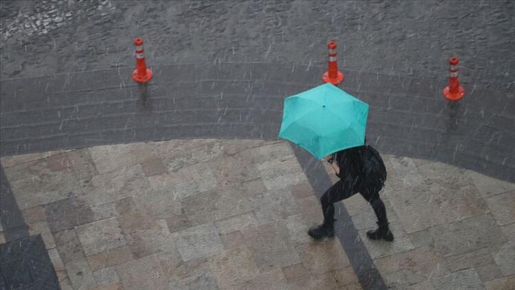 Meteoroloji'den İstanbul için gökgürültülü sağanak yağış uyarısı
