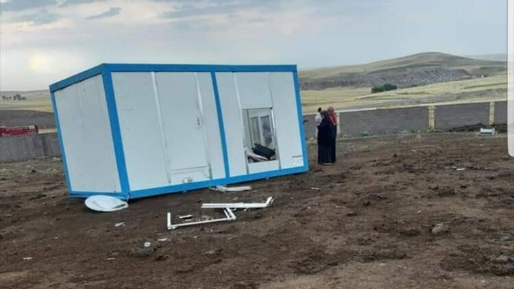 Fırtınadan korunmak için konteynere girdi! Dehşeti yaşadı