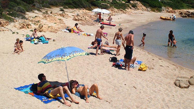 Sardinya'dan 40 kilo plaj kumu 'çalan' çifte 6 yıl hapis şoku