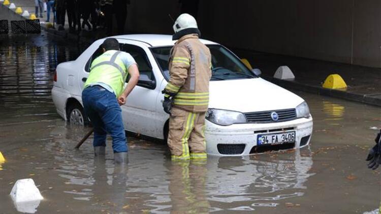 Son dakika... İstanbul'da Anadolu yakasında sağanak yağış etkili oldu