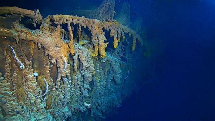 Titanik enkazının bir kısmı okyanusun 3,8 km derinliğinde yok oluyor