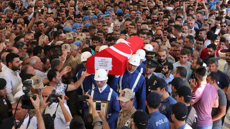 Şehit Uzman Çavuş'u Adıyaman'da binlerce kişi uğurladı