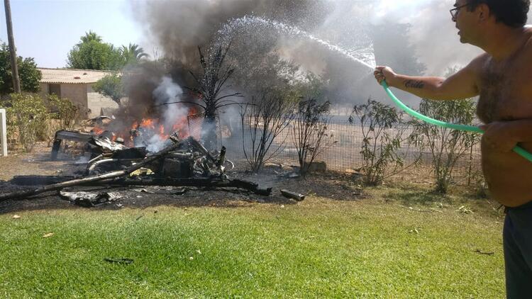 İspanya'da uçak ve helikopter havada çarpıştı
