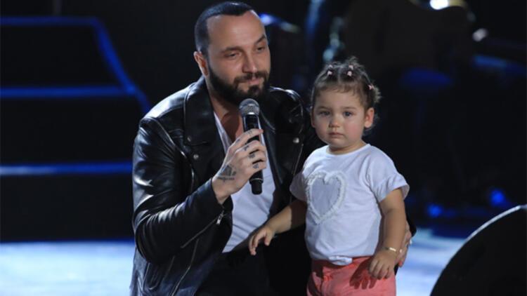 Kızıyla sahneye çıktı