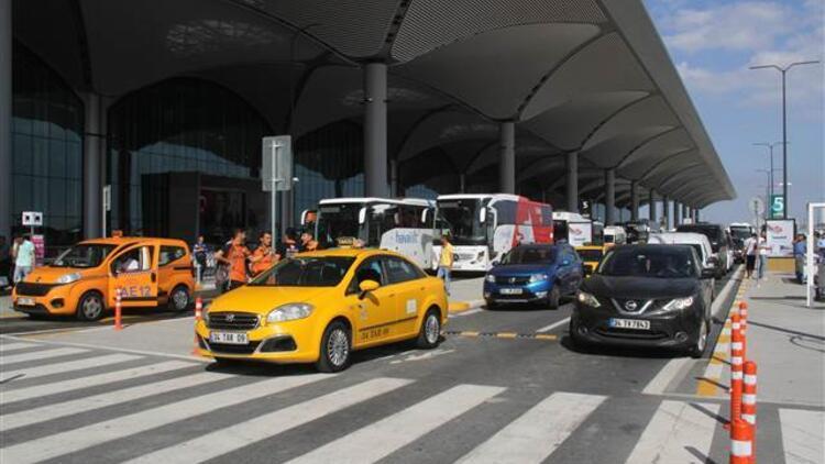İstanbul Havalimanı'nda şüpheli paket kontrollü şekilde patlatıldı