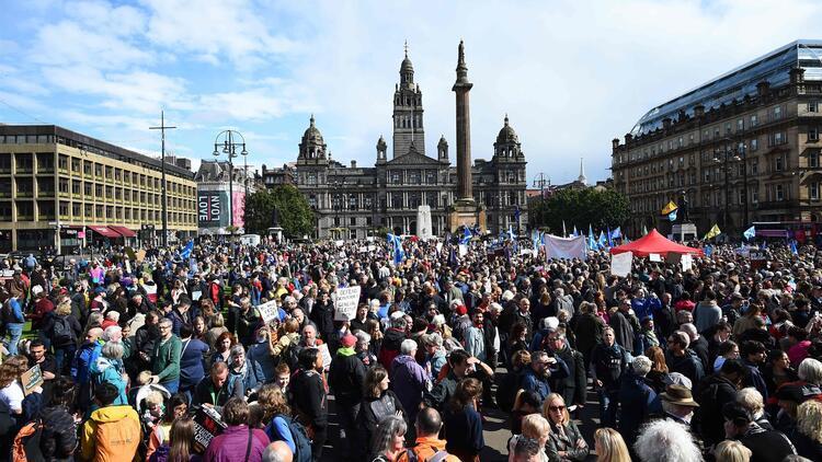 İngiltere'de parlamentoyu tatil kararı protesto edildi