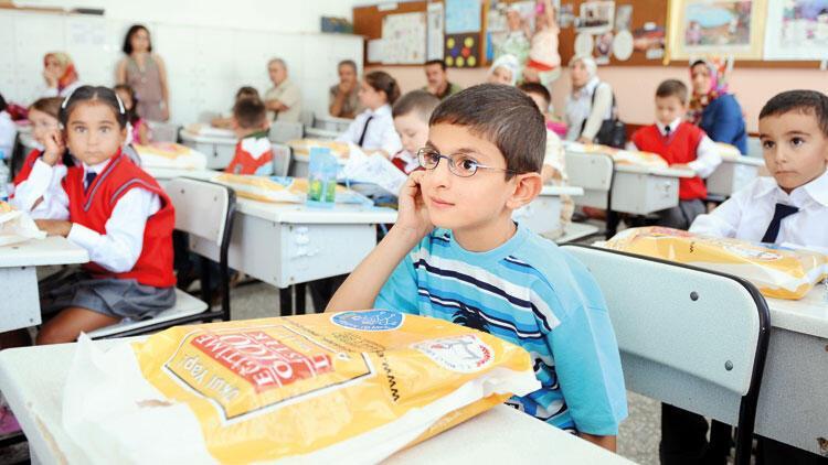 Uyum için yarın dersbaşı: 'Okulda bekleyin ama sınıfa girmeyin'