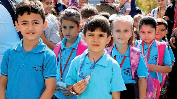 Okulun ilk günü heyecanı! 18 milyon öğrenci ders başı yaptı