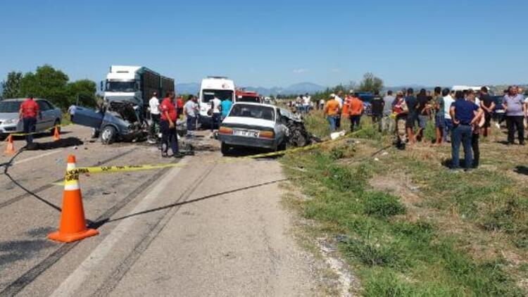 Kadirli'de 3 araç çarpıştı: 1'i çocuk 3 kişi öldü