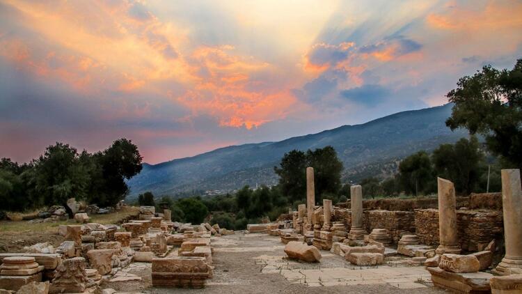 Dionysos'un kenti ayağa kalkıyor