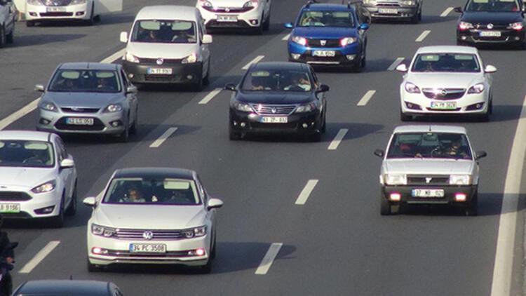 Bakan duyurdu: 'Otoyollarda hız sınırının artırılması için çalışma yapıyoruz'