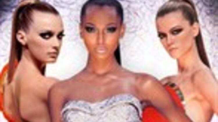 Paris Moda Haftası'nda gece elbiseleri sahnede...