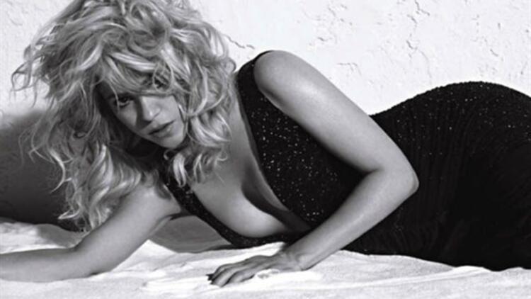 Seksi şarkıcı Shakira kamera karşısında!