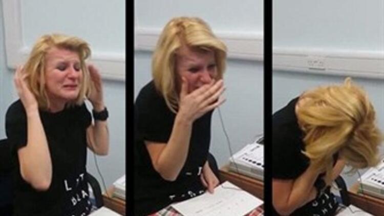 Ameliyat Sonrası İlk Kez Duyan Kadın Gözyaşlarını Tutamadı!