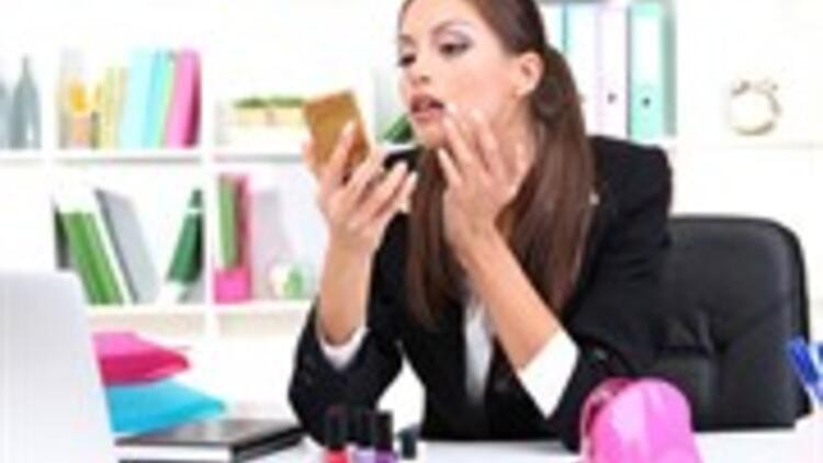 Çalışan Kadınlar İçin Makyaj!