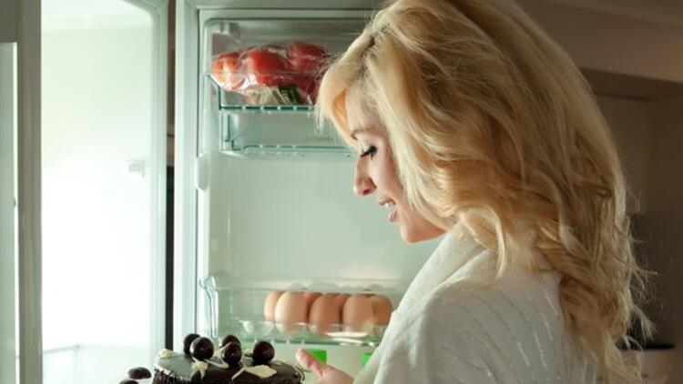 Mutsuz Olduğunuzda Kendinizi Buzdolabının Önünde Buluyorsanız…
