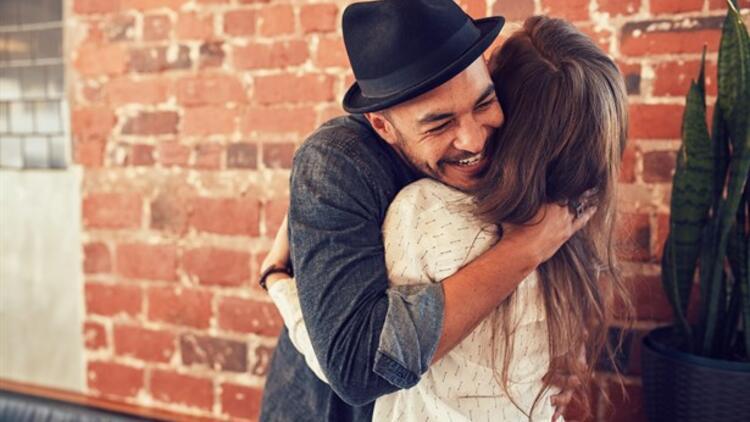 Sevgiliye Sarılmak Yağ Yakımını Hızlandırıyor!