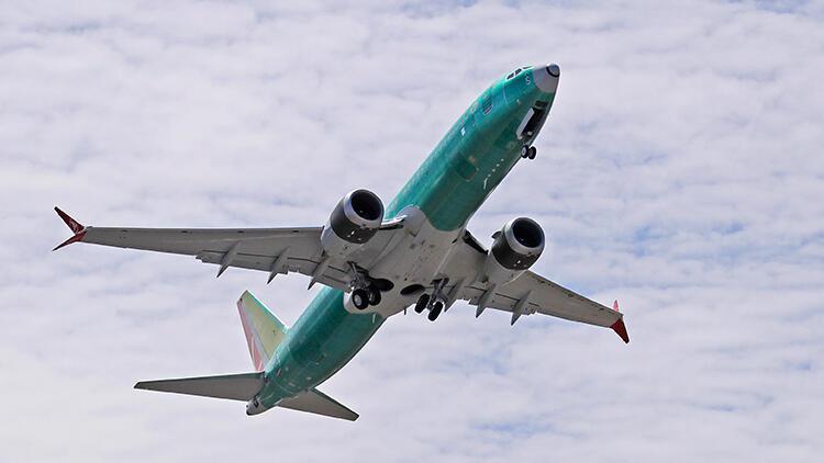 Pilot kontrol paneline kahve dökünce uçak Atlantik'ten geri döndü