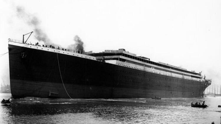 Titanik gemisi hangi limandan kalkıp hangi limana gidiyordu?
