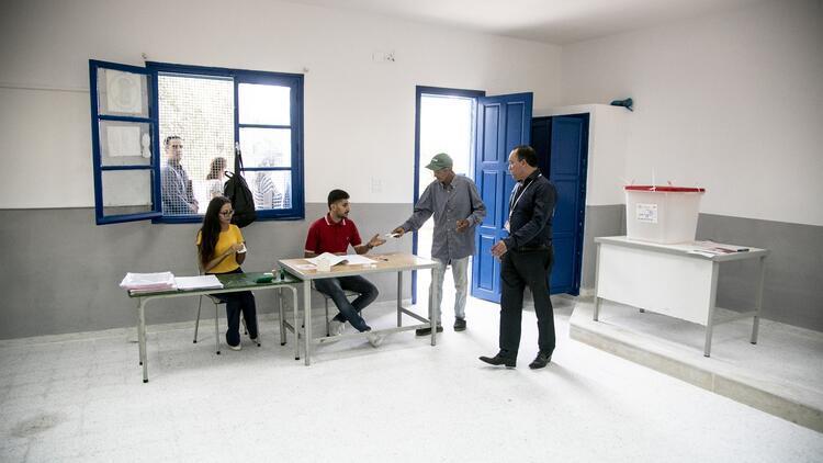 """Tunus'ta Cumhurbaşkanlığı için """"devrim yanlıları ve karşıtlarının"""" adayları yarışıyor -"""