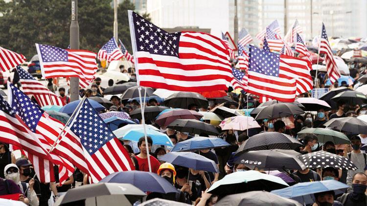 Hong Kong'da kriz... Göstericiler Batı'dan destek talep ediyor