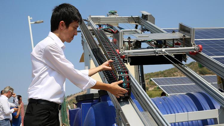 Güneş panellerinin temizliğini artık robotlar yapacak