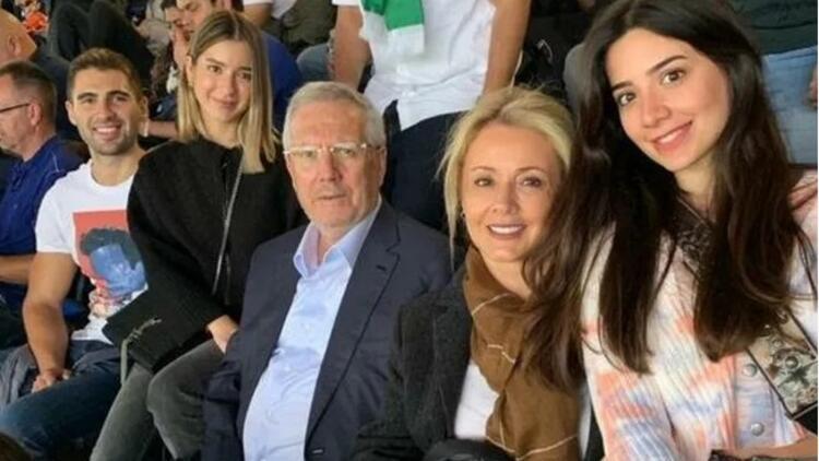 Aziz Yıldırım, Chelsea-Liverpool maçını tribünden izledi