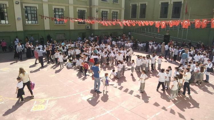Son dakika! İstanbul'da 29 okulda Pazartesi günü okullar tatil edildi