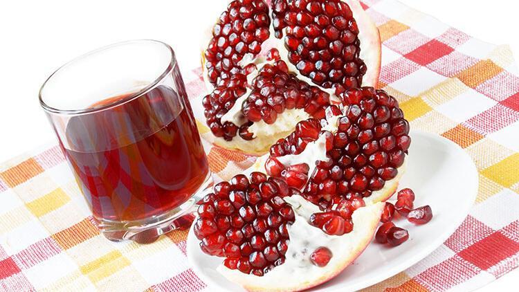 Şimdi tam mevsimi! Antioksidan deposu nar suyunu bol bol tüketin