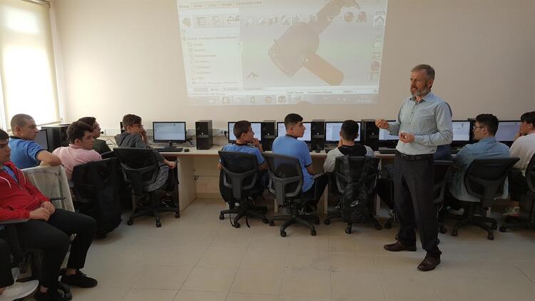 Akademisyenden teknik lise öğrencilerine ders