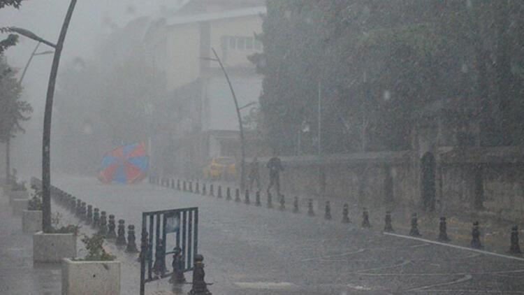 Kırklareli'de beklenen yağış şiddetli başladı