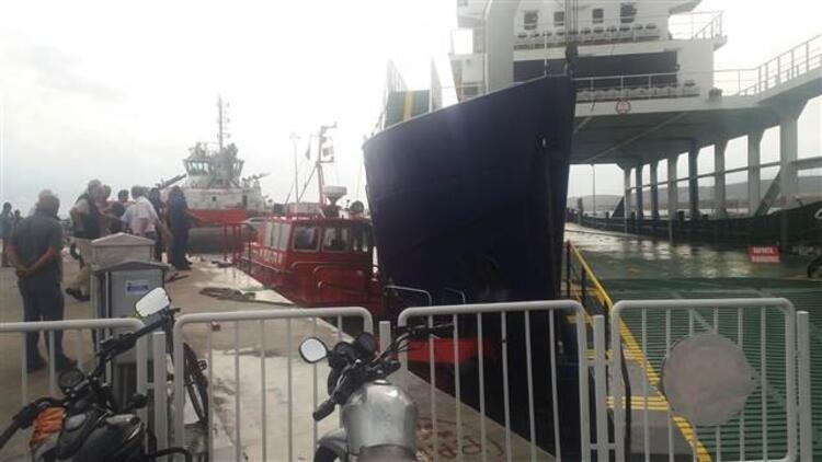 Fırtına iskeleye bağlı motorun halatını kopardı