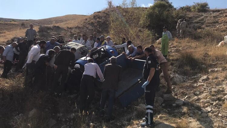 Traktör devrildi: 7 yaralı