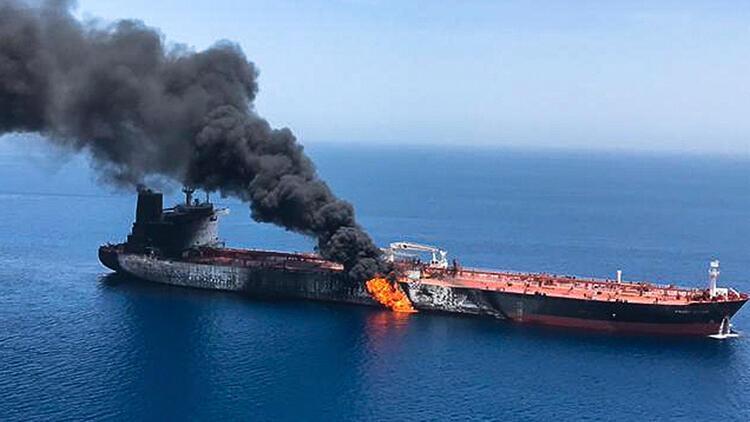 Son dakika... Kızıldeniz'deki İran tankerinde patlama meydana geldi