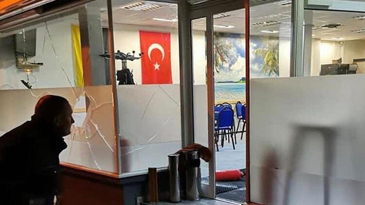 Terör örgütü yandaşları Almanya'da bir cami ve lokale saldırdı