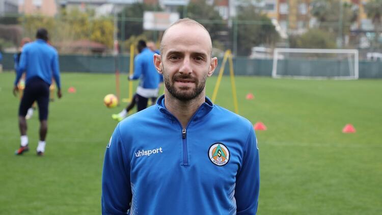 """Alanyaspor'dan Efecan Karaca açıklaması! """"Durumu iyi..."""""""