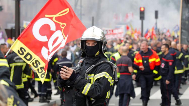Fransa'da itfaiye erleri polisle çatıştı