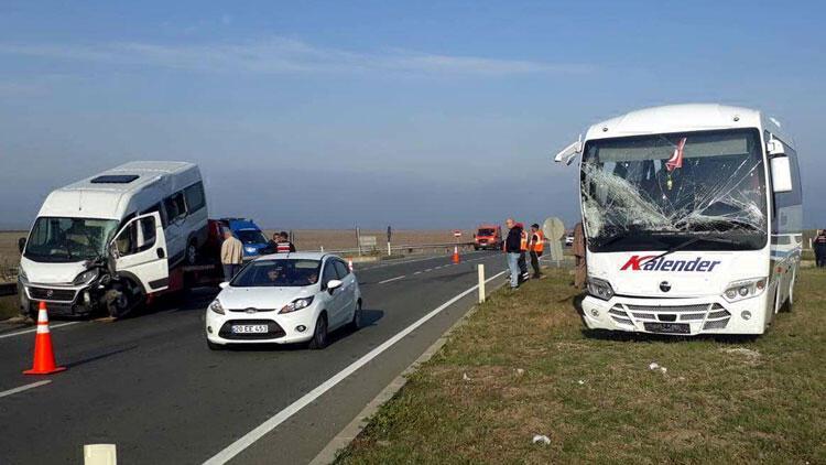 Lüleburgaz'da işçi servisleri çarpıştı: 17 yaralı