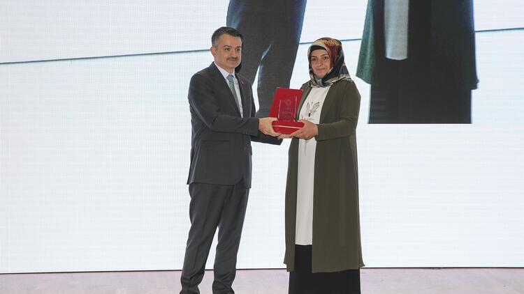 Girişimci kadın çiftçilere ödülleri verildi