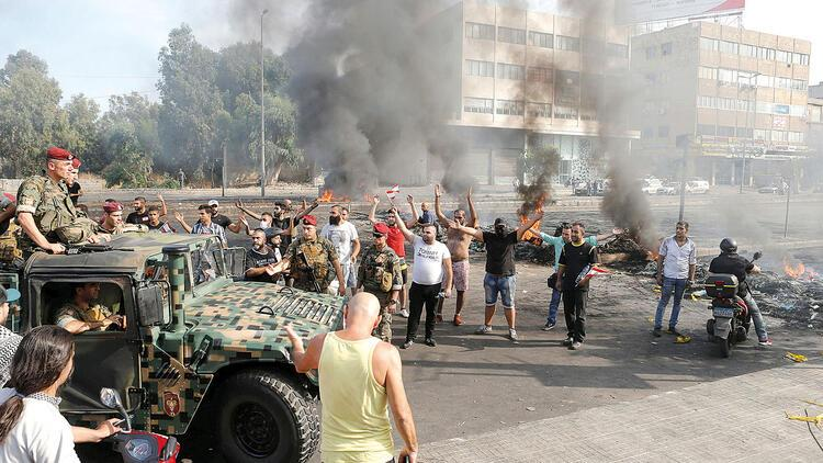Lübnan'da WhatsApp vergisine isyan