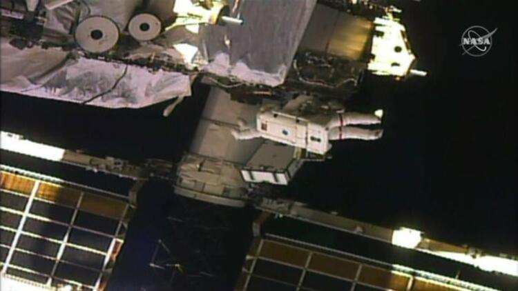 Sadece kadın astronotların gerçekleştirdiği uzay yürüyüşü tarihe geçti