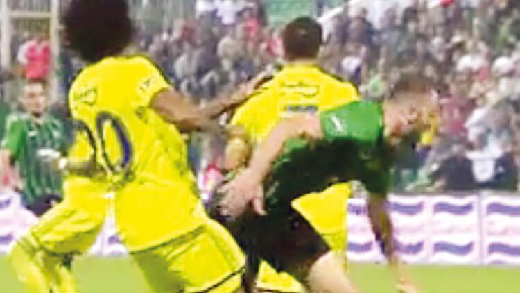 Bülent Yavuz: Faul var ama penaltı değil