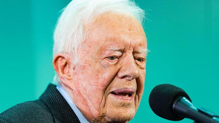 Evinde düşen eski ABD Başkanı Carter hastaneye kaldırıldı