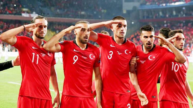 Almanya'da Türk futbolcuların asker selamı çok yanlış tarafa çekildi