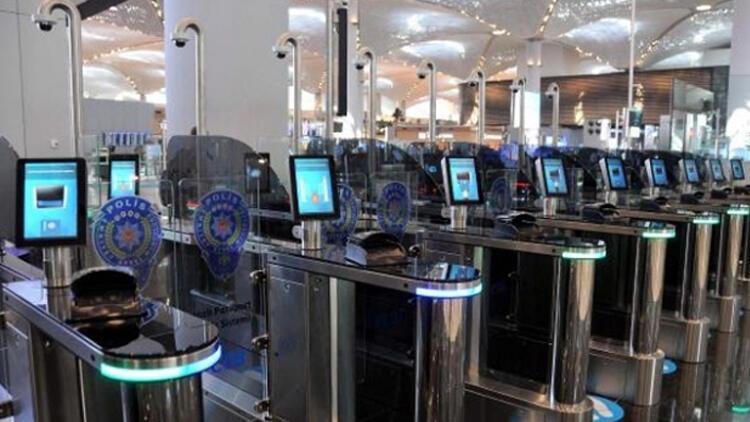 İstanbul Havalimanı'nda pasaport hizmeti anketle değerlendiriliyor