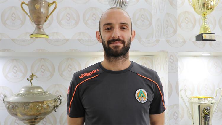 Efecan Karaca sırrını açıkladı: Sahada pasaport oynamıyor