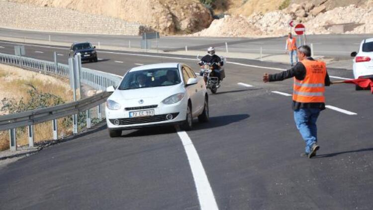 Hasankeyfte 54 yıllık yol kapandı, yenisi kısmen açıldı
