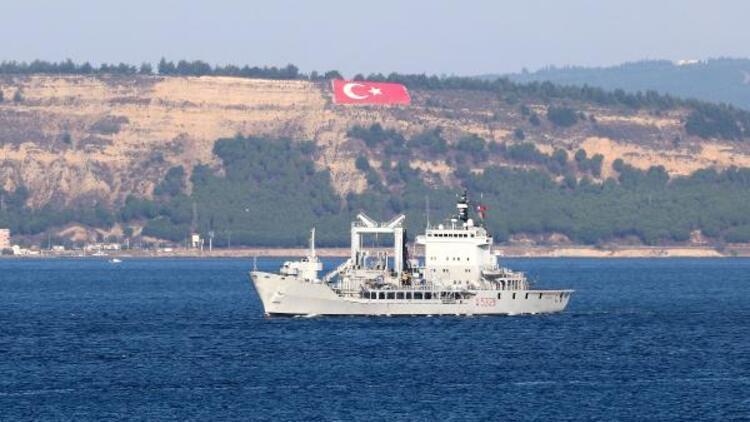 NATO'ya bağlı savaş gemileri, Çanakkale Boğazı'ndan geçti