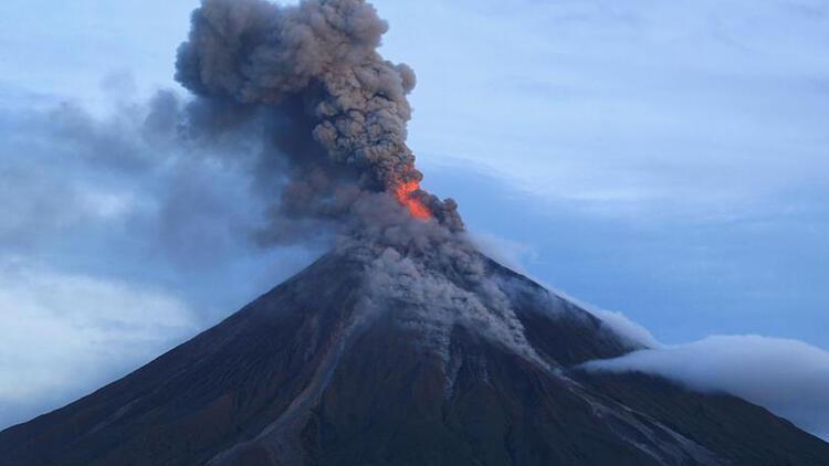Yanardağı patladı, bir ada battı, üç kat daha büyük bir ada doğdu