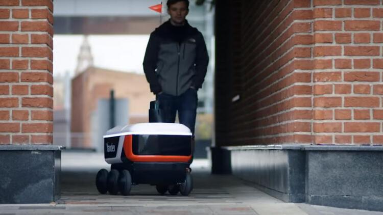 Teslimat robotu Yandex.Rover test sürüşlerine başladı
